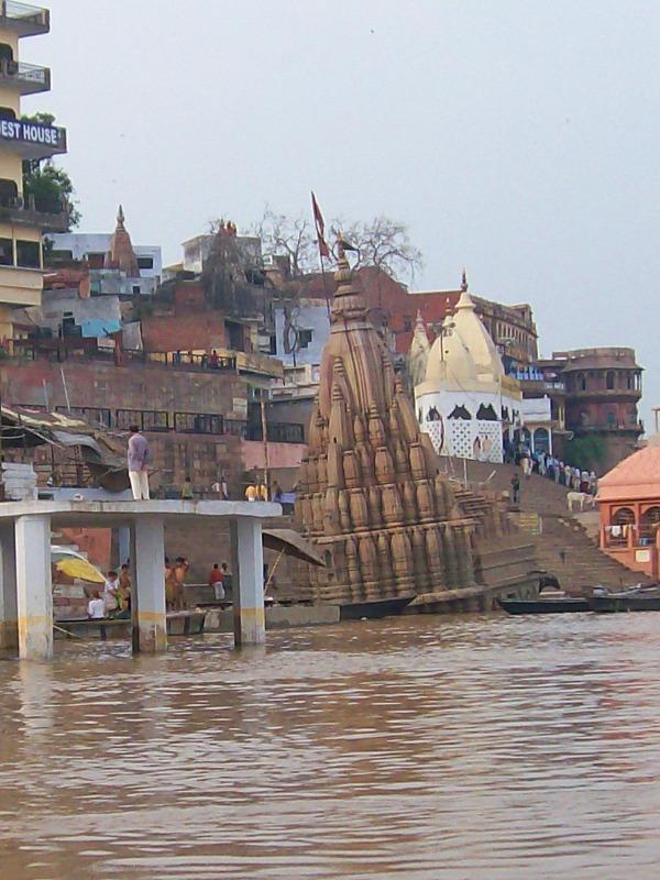 Scindhia Ghat tilted temple